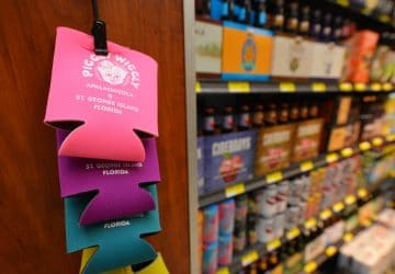 Piggly Wiggly Apalachicola Pink Bottle Holder